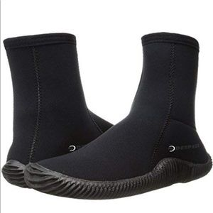 Deep See/This tall 5mm dive booties. Sz 7 NWOT